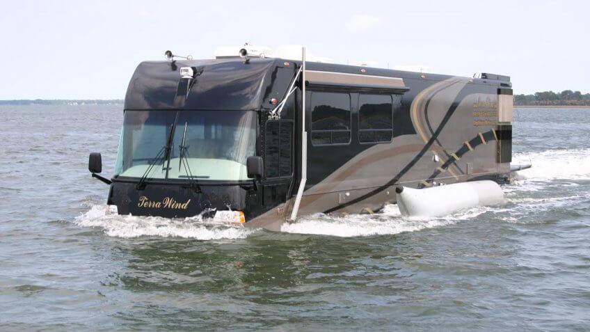coach boat