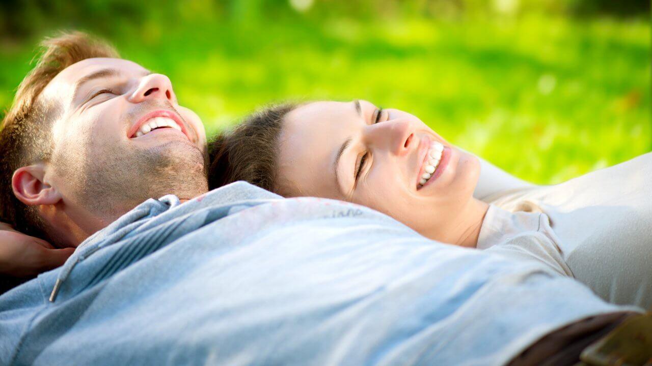 6 Ways Happy Couples Talk About Money