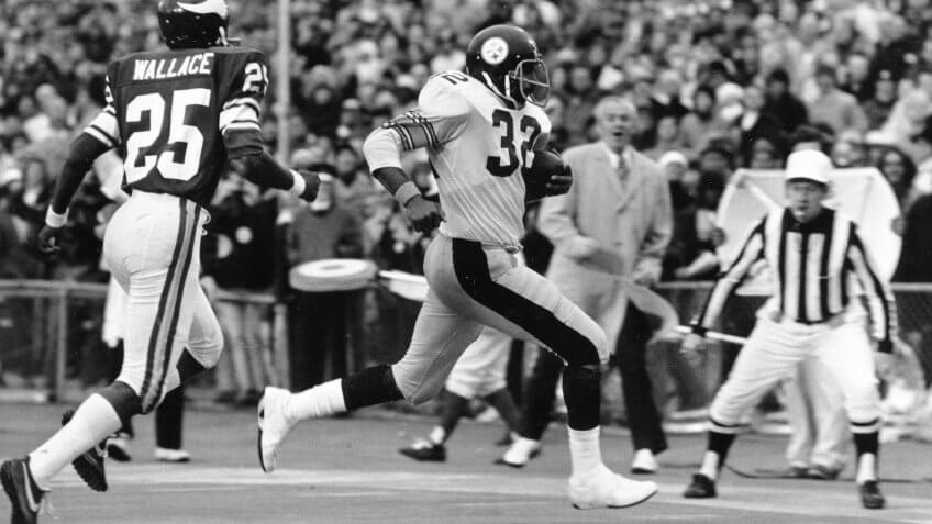 Franco Harris, Jackie Wallace Pittsburgh Steelers' Franco Harris runs into the end zone to score early in third quarter action of NFL football's Super Bowl IX against the Minnesota Vikings at Tulane Stadium in New Orleans.