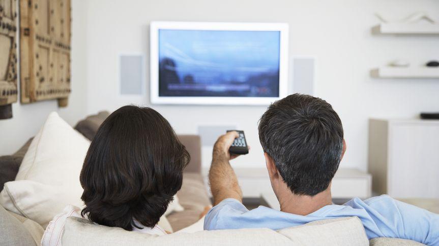 couple-watching-tv.