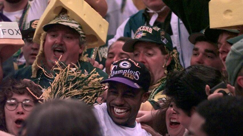 HOWARD Green Bay Packers' Desmond Howard, center foreground, celebrates with Packers fans after his team defeated the New England Patriots 35-21 to win Super Bowl XXXI in New Orleans .