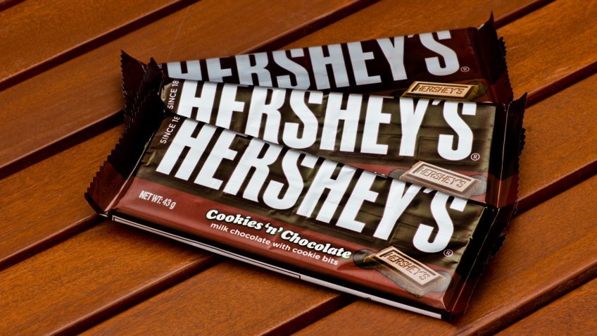 ZAGREB , CROATIA - NOVEMBER 19 , 2014 : American Hershey's chocolate bar cookies 'n' chocolate on the table ,product shot.