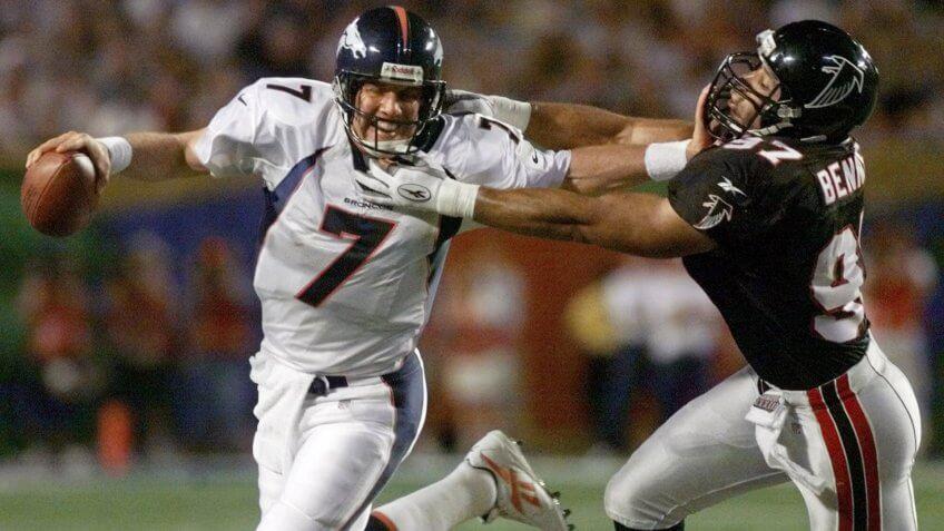 ELWAY BENNETT Denver Broncos quarterback John Elway stiff-arms Atlanta Falcons linebacker Cornelius Bennett (97) during the third quarter of Super Bowl XXXIII in MiamiSUPER BOWL, MIAMI, USA.
