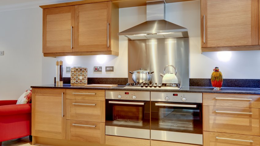 modern-luxury-fitted-kitchen-built-appliances