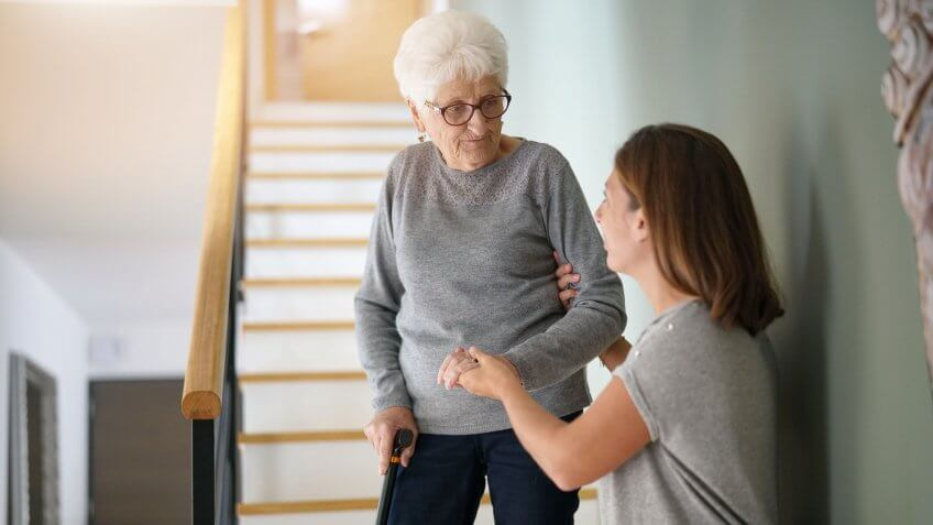 helping-senior-grandma