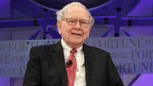 15 Stocks Warren Buffett Is Investing a Ton of Money In