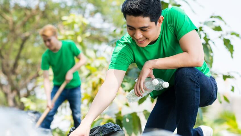 True or False: You can deduct the value of time spent volunteering if you have a specialized skill.