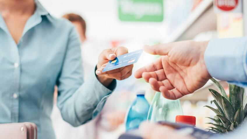 How to Choose Between Secured Credit Cards and Unsecured Credit Cards