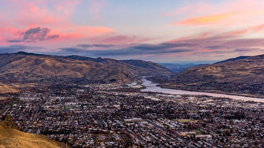 November sunrise over the Wenatchee Valley looking north from Saddle Rock.
