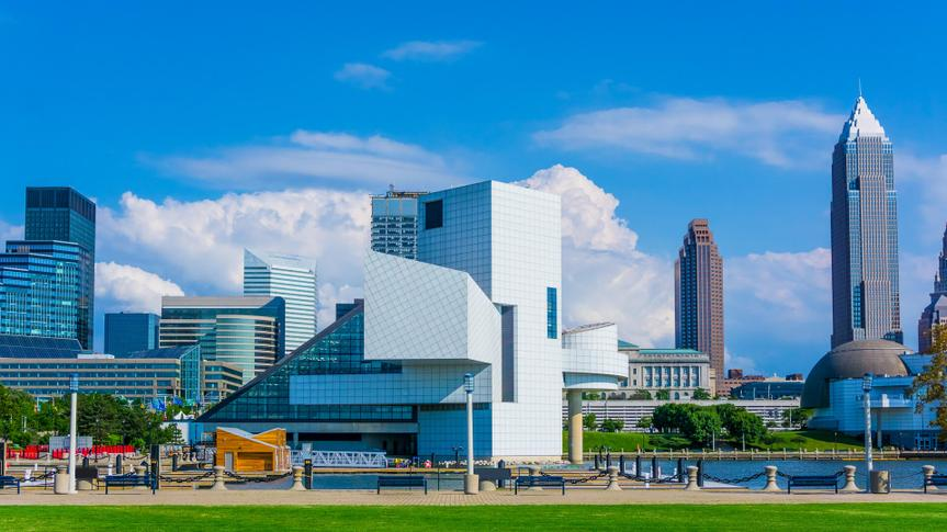 Cleveland skyline and Lake Erie waterfront, OH.