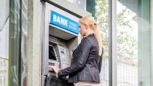 How to Withdraw Cash From Online Banks Like Ally and Discover