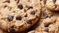 15 National Chocolate Chip Cookie Day Deals and Freebies