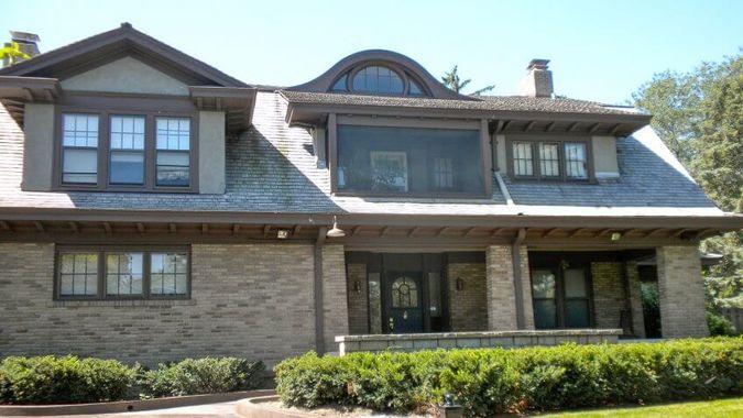 Warren Buffett Lives in the Same House He Bought in 1958