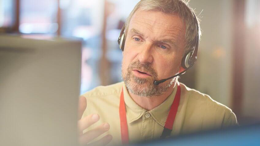 older male call center consultant