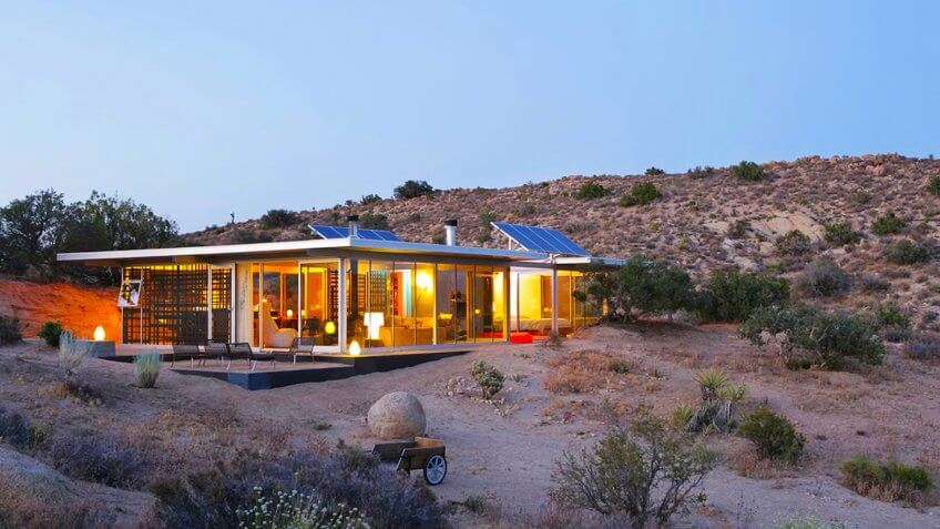 Off-Grid 'itHouse' in Pioneertown, Calif.