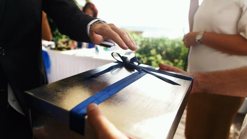 Save Money on Wedding Gifts