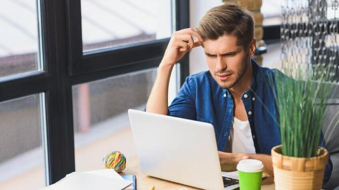 Confused-young-freelancer-in-front-of-a-laptop-shutterstock_481612996