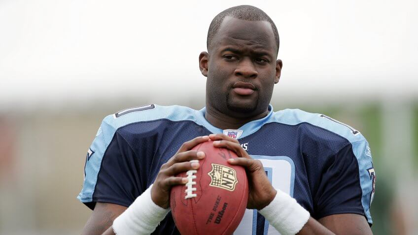 LOS ANGELES - MAY 20:  Quarterback Vince Young #10, the Tennessee Titans first round NFL draft pick, plays catch during a break in the action at the NFL Players Rookie Premiere Photoshoot on May 20, 2006 at the Los Angeles Memorial Coliseum in Los Angeles, California.
