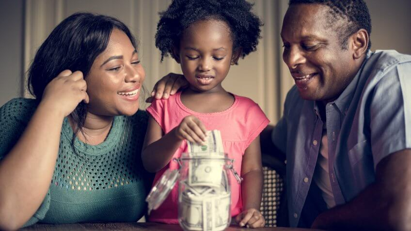 mom-and-dad-teaching-daughter-to-save-money