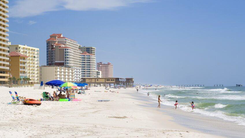 Alabama, Lots of people enjoying the beach at Gulf Shores