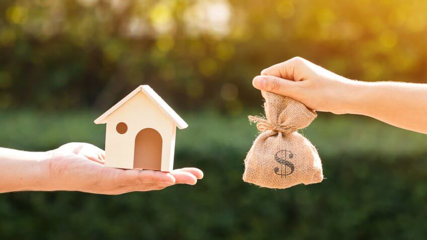 Advantages and Disadvantages of a Fixed-Rate Mortgage