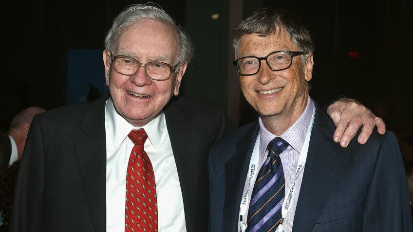 NEW YORK, NY - JUNE 03:  Warren Buffett (L) and Bill Gates attend the Forbes' 2015 Philanthropy Summit Awards Dinner on June 3, 2015 in New York City.