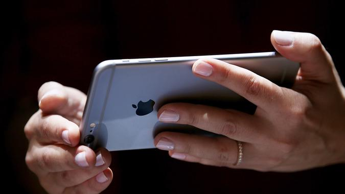 CUPERTINO, CA - SEPTEMBER 09:  A member of the media inspects the new iPhone 6 during an Apple special event at the Flint Center for the Performing Arts on September 9, 2014 in Cupertino, California.