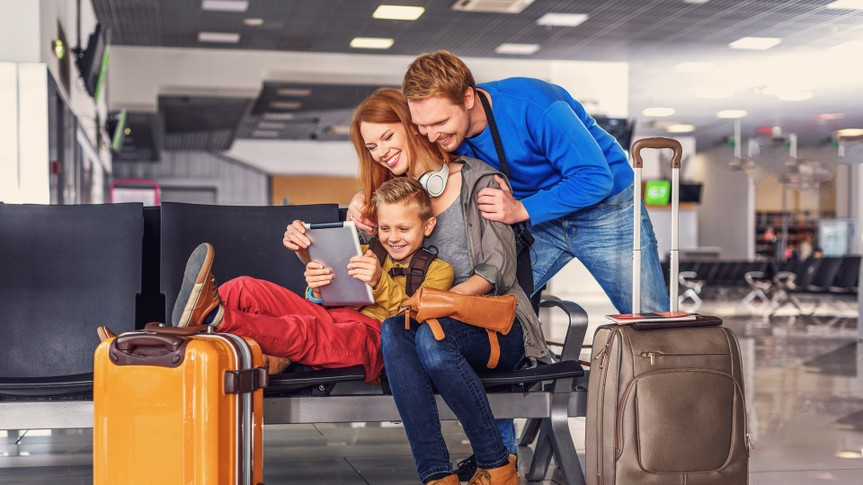 family-traveling-airport