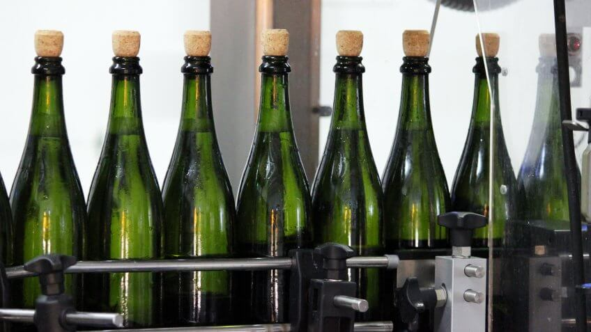 The bottles used for sparkling show some specific features.