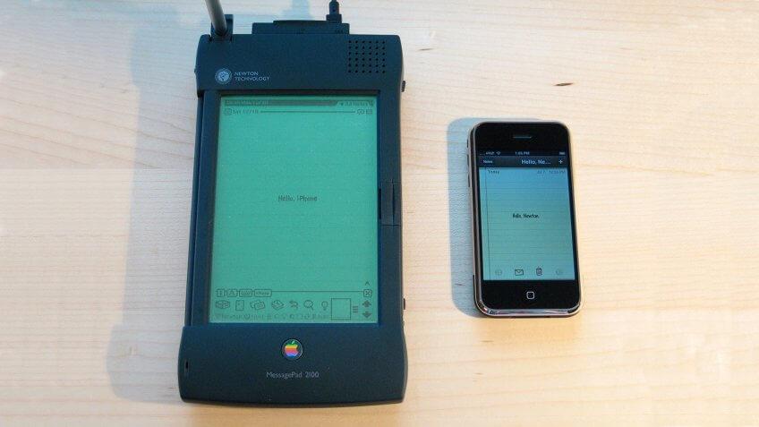 Apple-Newton-MessagePad-2100