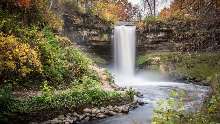 Minnehaha Falls is a free tourist attraction in Minnesota