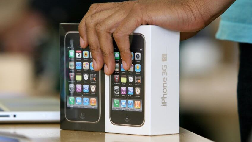SAN FRANCISCO - JULY 21:  An Apple Store sales associate prepares to sell two iPhone 3GS at an Apple Store July 21, 2009 in San Francisco, California.