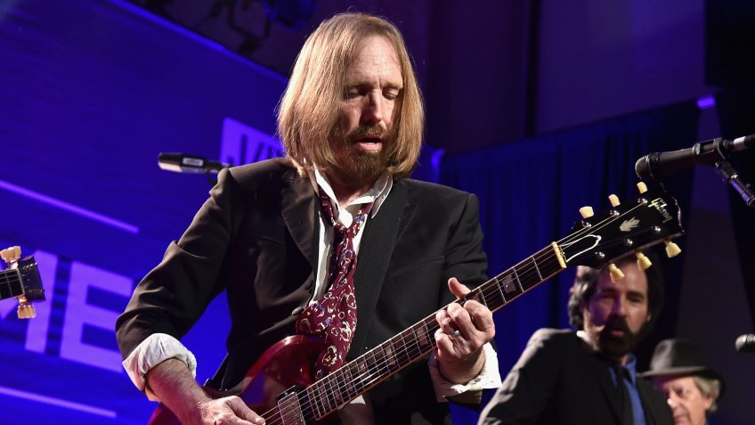 BEVERLY HILLS, CA - JANUARY 09:  Musician Tom Petty performs onstage during the 5th Annual Sean Penn & Friends HELP HAITI HOME Gala Benefiting J/P Haitian Relief Organization at Montage Hotel on January 9, 2016 in Beverly Hills, California.