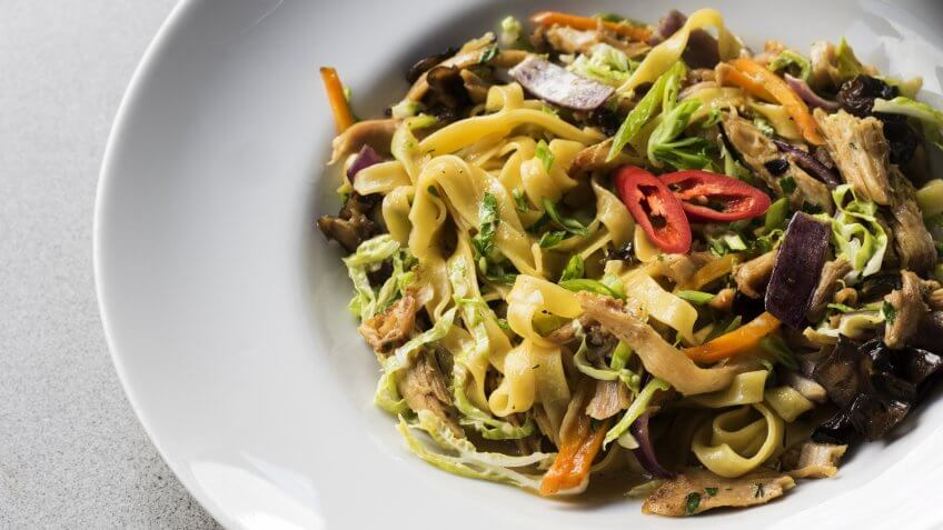 Noodles with bird meat and vegetables.