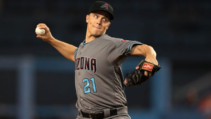 LOS ANGELES, CA - SEPTEMBER 05:  Zack Greinke #21 of the Arizona Diamondbacks pitches during the first inning of a game against the Los Angeles Dodgers at Dodger Stadium on September 5, 2017 in Los Angeles, California.