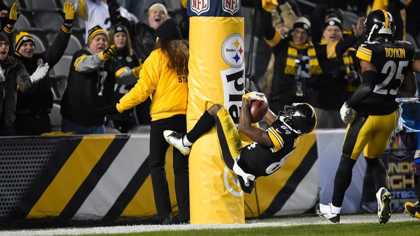 PITTSBURGH, PA - DECEMBER 6:  Antonio Brown #84 of the Pittsburgh Steelers celebrates a fourth quarter touchdown by jumping on the goal post during the game against the Indianapolis Colts at Heinz Field on December 6, 2015 in Pittsburgh, Pennsylvania.