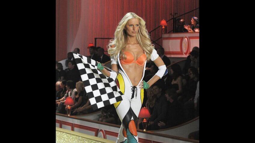 Czech Model Karolina Kurkova Presents a Creation During the 2010 Victoria's Secret Fashion Show at the Lexington Armory in New York City Usa 10 November 2010 United States New YorkUsa Fashion Victoria Secret - Nov 2010.