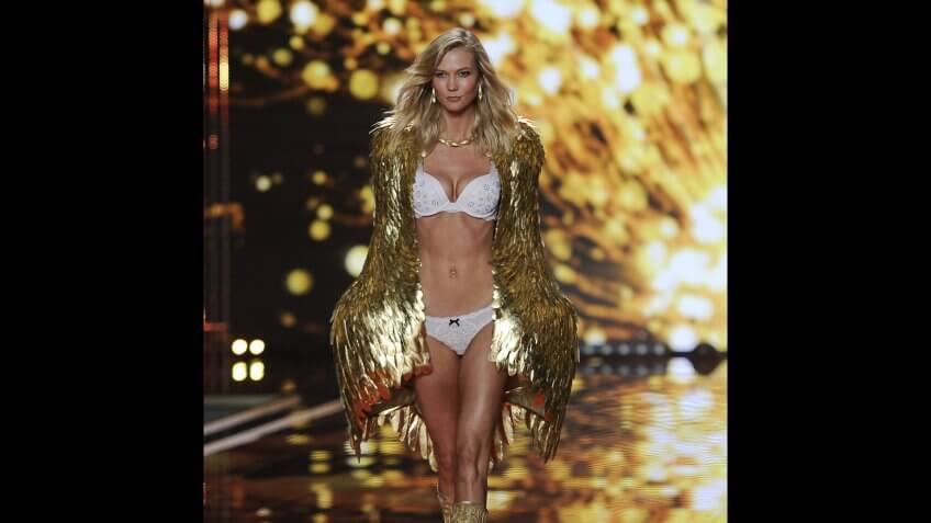 Us Model Karlie Kloss Takes to the Catwalk During the 2014 Victoria's Secret Fashion Show at the Earls Court Exhibition Centre in London Britain 02 December 2014 United Kingdom LondonBritain Fashion Victoria Secret - Dec 2014.