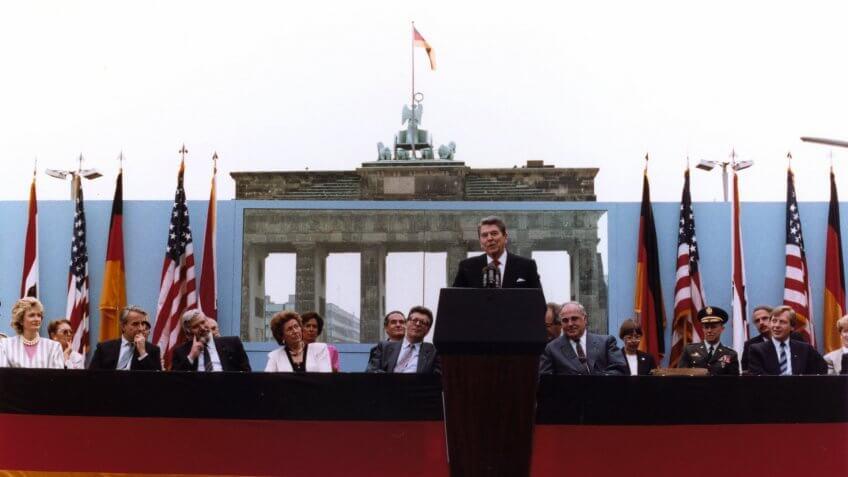 1987-President-Reagan-Berlin-Wall-Gorbachev