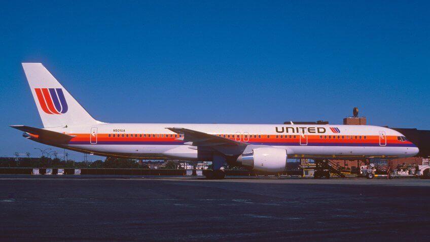 1989-United-Arilines-Boeing-757