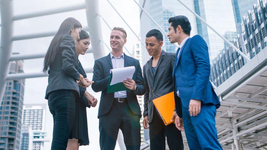 coworkers-standing-meeting