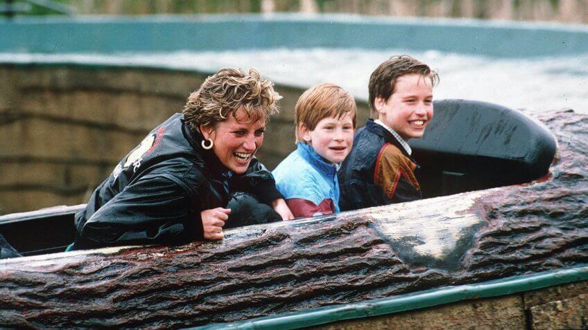 PRINCESS DIANA WITH HER SONS PRINCE HARRY AND PRINCE WILLIAMPRINCESS DIANA AT THORPE PARK, BRITAIN - ARP 1993.