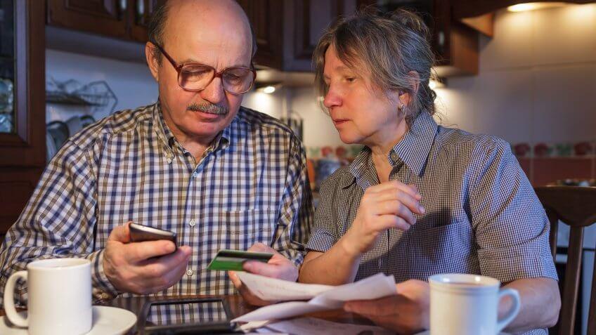 older-couple-credit-card