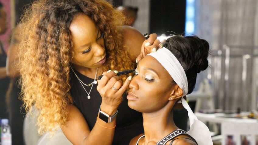hair-make-up-artists-make-less-than-US-median