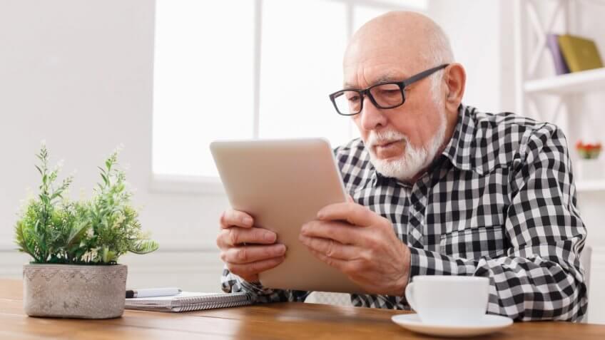 MAN, elderly, iPad, senior, tablet