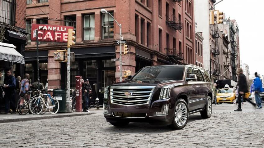 With head-turning styling the 2017 Escalade Platinum always strikes a confident pose.
