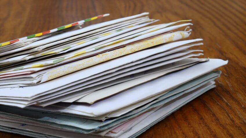 stack-of-mail-bills