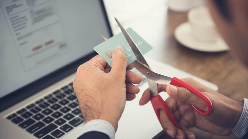 cuttting-credit-card