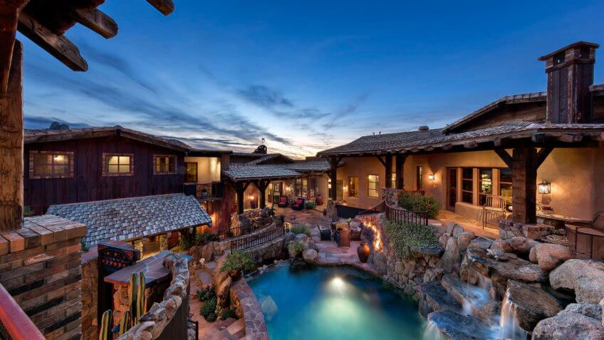 Rustic-style secluded home