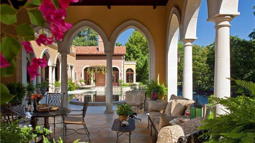 Villa with Venice-inspired architecture